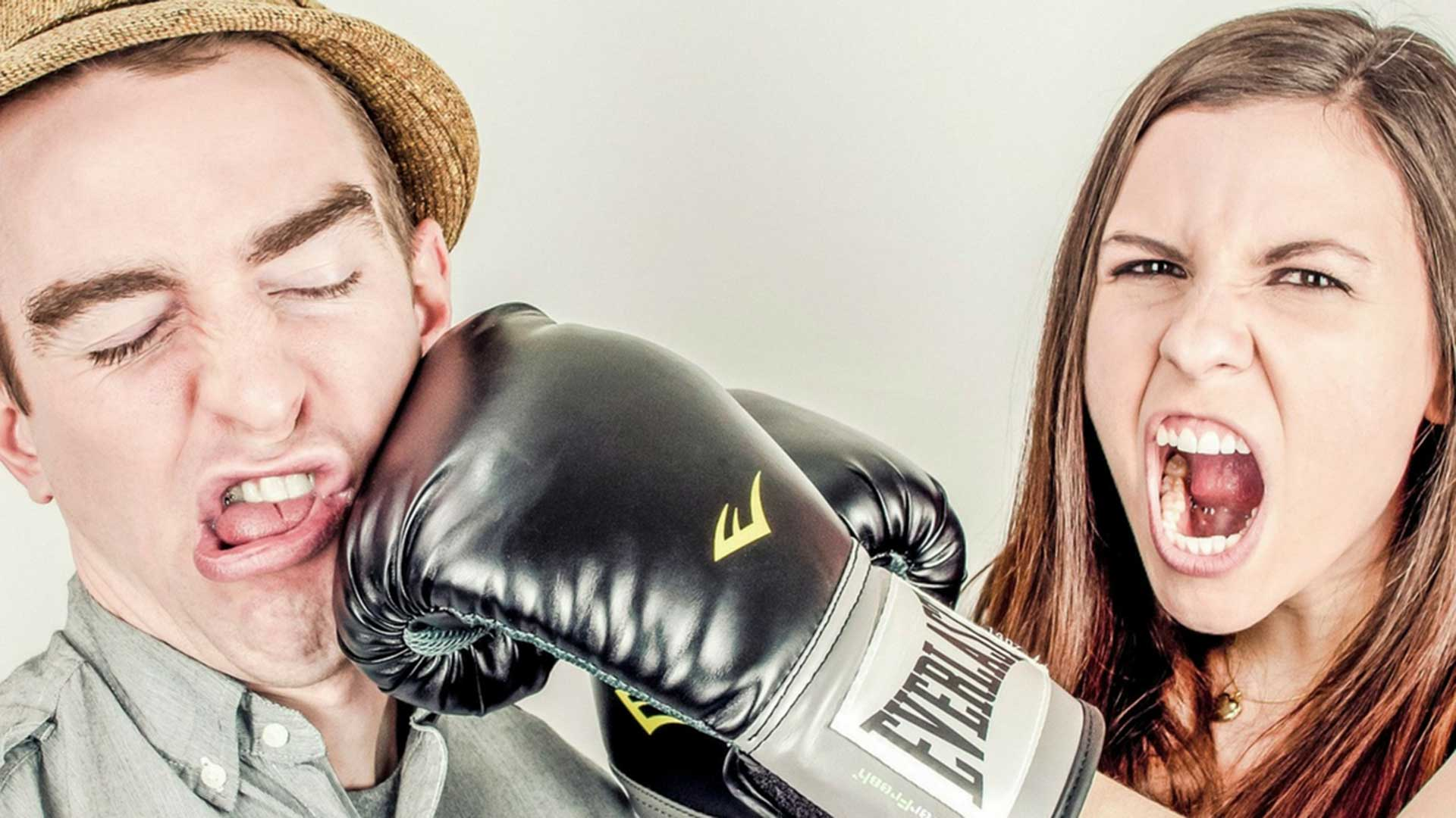 Woman and man with boxing gloves
